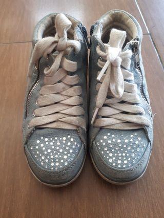 Sepatu Denim merek Justice
