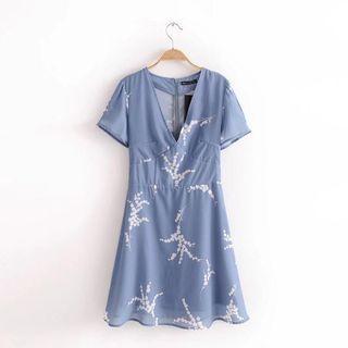 🚚 Blue Floral V-cut Dress