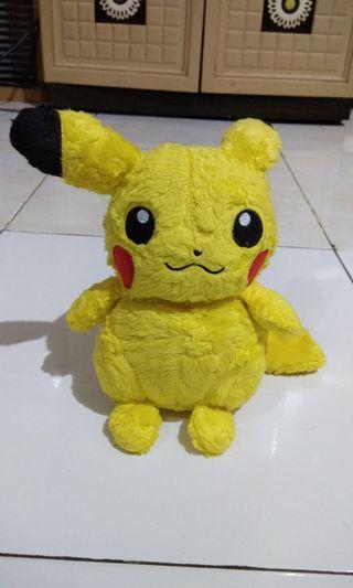 Boneka Pikachu Takara Tomy Original Changi Airport