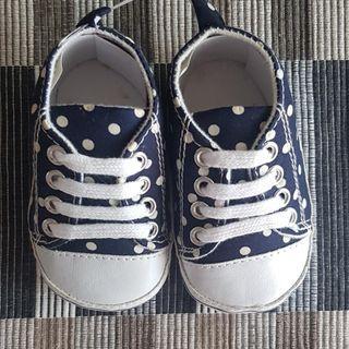 🚚 Poka Dot Baby Shoe