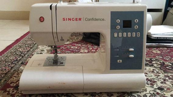 Portable Sewing Machine Singer Confidence