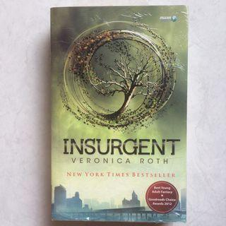 Novel Insurgent by Veronica Roth (Divergent #2)