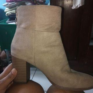 Bata boot heels brown