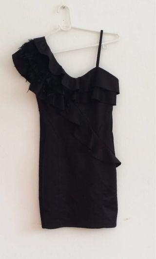 BN BLQ.MKT one shoulder with feathers and raffles skinny dress size S