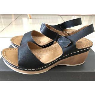 Crocodile sandal