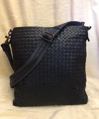 🚚 Bottega Veneta 正品 經典藍全牛皮編織拉鍊斜背包