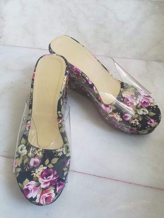 🚚 Floral Sandals
