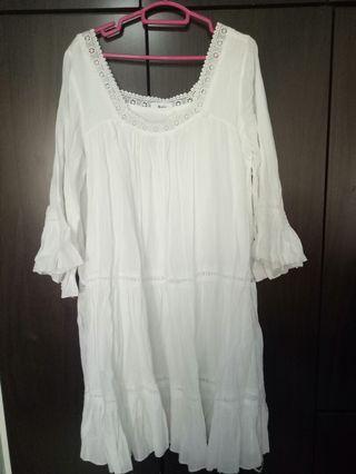 🚚 Plus size white dress