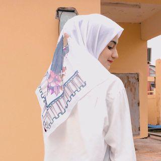 Hijab voal segi empat motif putih