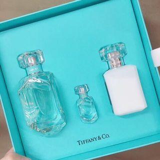 正貨不議價🔪Tiffany蒂芙尼香水套裝 蒂芙尼禮盒3件套限量如同鑽石版切割,配上Tiffany藍味道和包裝一樣清新又高貴,如今出了禮物版包裝更值的套裝:一瓶75ml的香水正裝➕送的5mlQ版香水➕送的100ml同款香味身體乳,