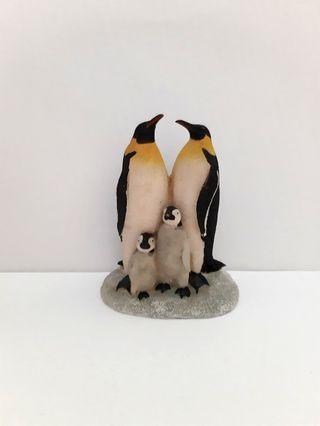 Quote price Olden days vintage plastic wood kind of penguins famy penguin display figure