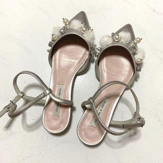 🚚 charles and keith pom pom silver flats