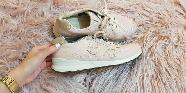 Size 7 ecco shoes