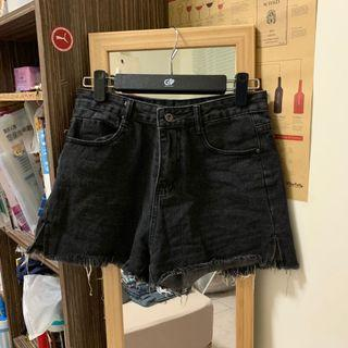 9.9成新🌟水洗黑灰高腰側開叉牛仔短褲