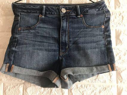 99%American Eagle Outfitters中腰牛仔短褲 usd8碼
