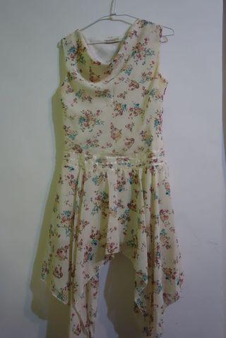 不規則裙擺小碎花洋裝