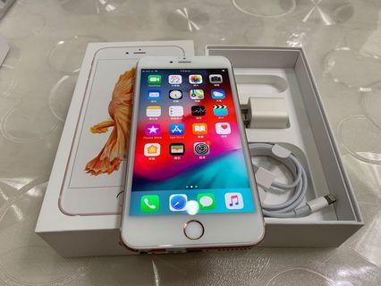 IPhone 6S Plus 玫瑰金 64g 5.5吋 (IOS:12.2) 原盒配件無耳機、 外觀整體九成新、僅底部些許氧化,整體漂亮,無大修無摔碰傷無泡水、 屏幕已貼滿版保護貼,所有功能正常、效能超順暢。 電池健康度🔋100%