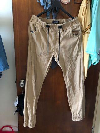 🚚 Life8近全新長褲,L號,咖啡色、深綠各一。四季皆可穿
