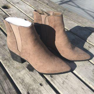 BRAND NEW Forever 21 boots - US 7.5 / UK 5.5