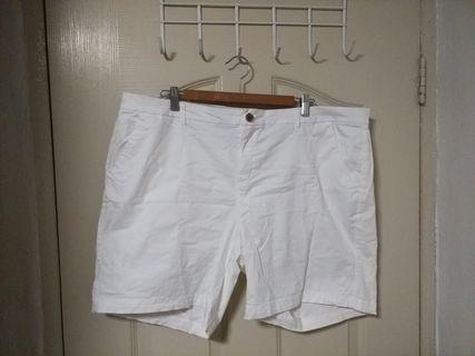 🚚 Plus Size Old Navy white shorts (US 18)