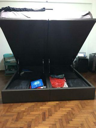 🚚 King size storage bed