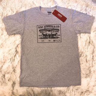 🚚 Levi's T恤