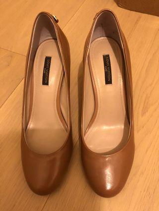 <只穿幾次> LV shoes beige (4cm) 蝦肉色柒皮 (size 36)
