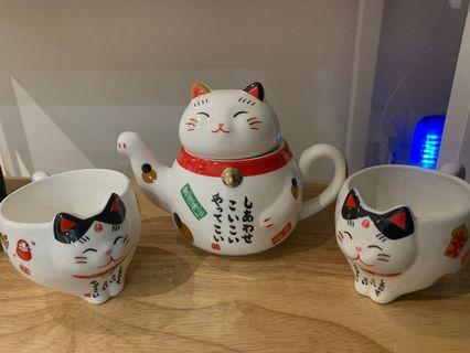 Fortune Cat teapot with 2 cups