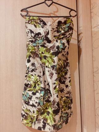 Dress motif flower