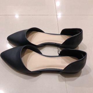 🚚 Forever 21 黑色尖頭平底鞋