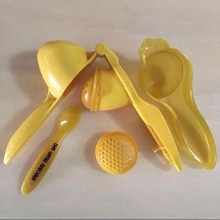 🚚 🍓THE WEAN MACHINE🥝 Portable Travel Size Children/ Kids/ Baby/ Toddler Food/ Fruits Maker/ Masher/ Weaner + Spoon