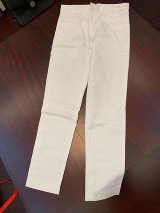 男生白色長褲