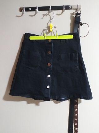 🚚 black button down skirt