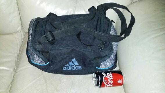 Adidas 袋,15 inch * 7 inch * 7 inch, 手挽或膊背,trade in.Tuen.Mun, 屯門交收, 郵寄加18$