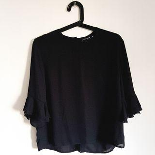 🚚 Zalora black 3/4 flutter sleeve blouse