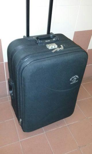 27 inch Polo luggage, 17 inch wide, 12 inch deep(Can expand to 13 inch), great condition, trade in Tuen.Mun.station