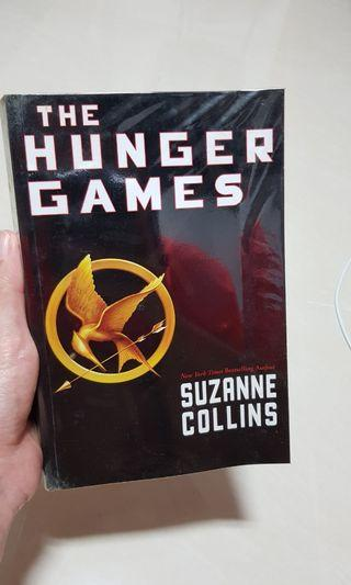 🚚 Hunger Games Trilogy by Suzanne Collins