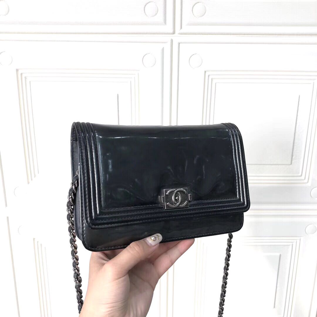 10ce7063c30a5a Authentic Pre-loved Chanel Le Boy Wallet On Chain Patent Dark Green,  Barangan Mewah, Beg dan Dompet di Carousell