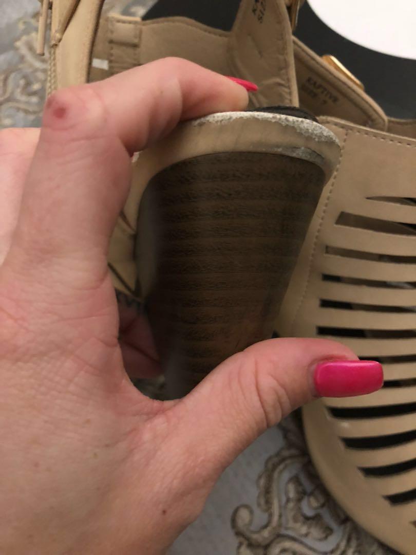 Novo size 6 wedge heels
