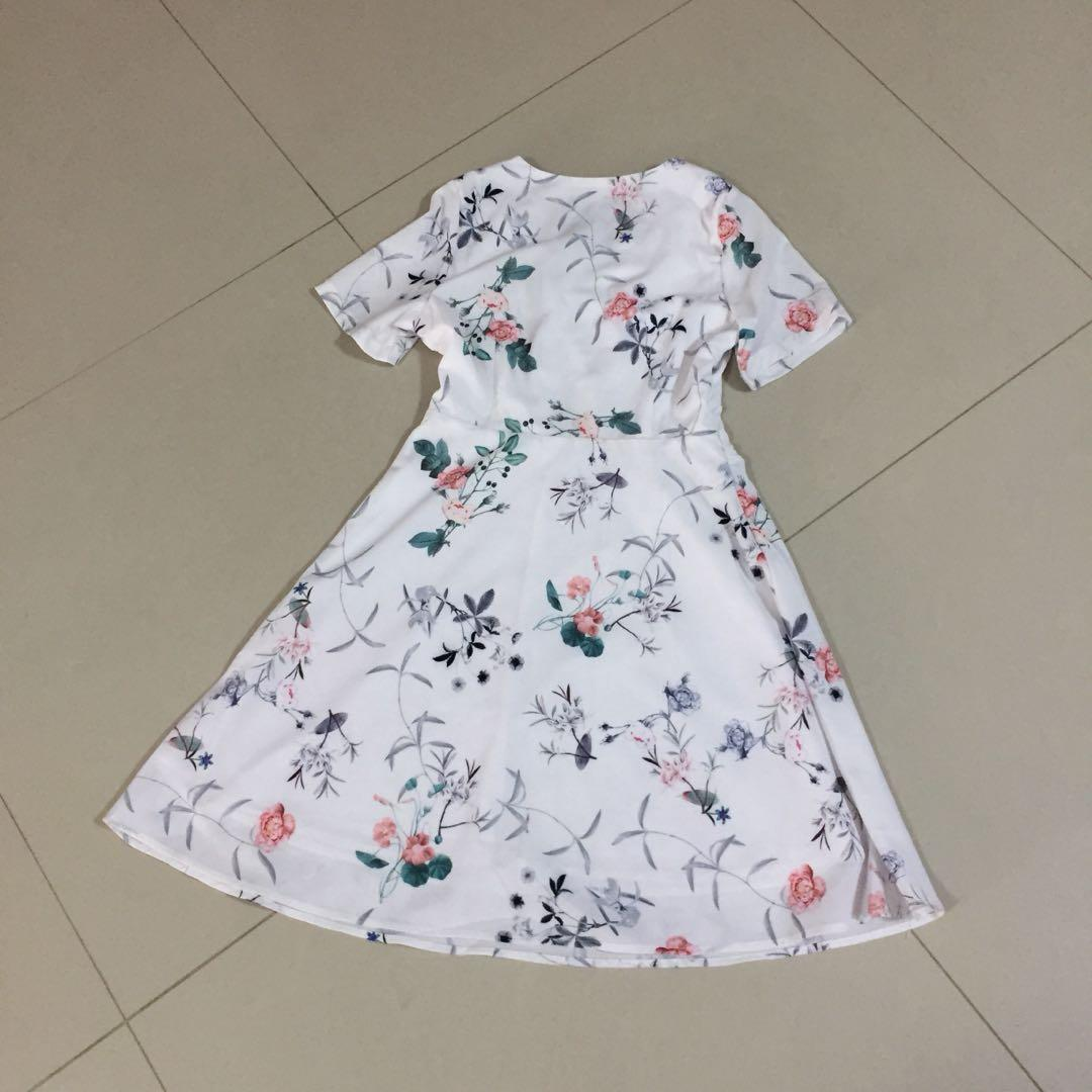 (S) Another One White Floral V Neck Dress