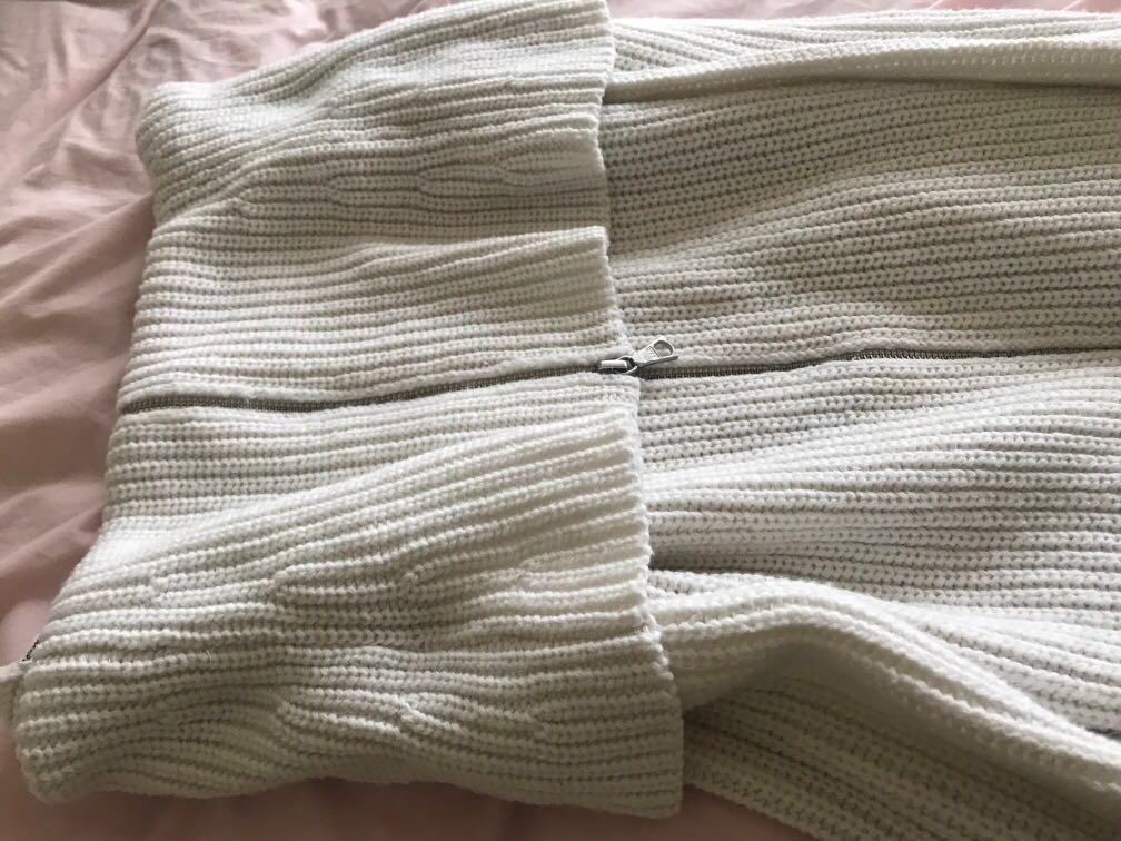 Stunning off the shoulder knit! Perfect for winter