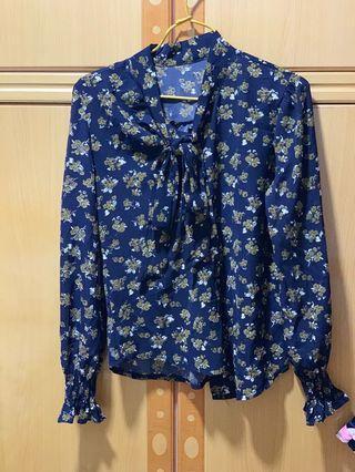 Blue floral top 藍色碎花上衣