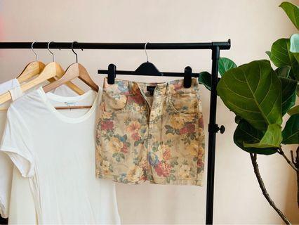 🚚 Topshop Floral Skirt