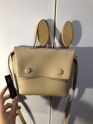 杏色小包包