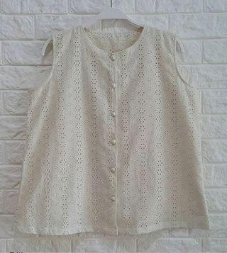 EMBROIDERED BROKEN WHITE TOP