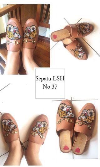 Sepatu guc*i (like a guc*i)