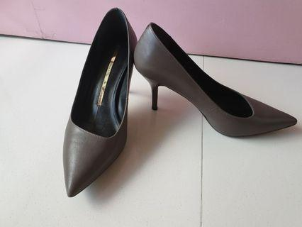🚚 Staccato woman heels