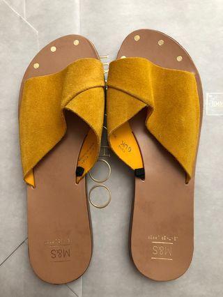🚚 Slip on sandal