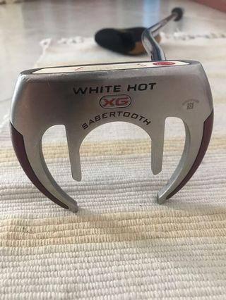 Golf Odyssey White Hot Sabretooth putter