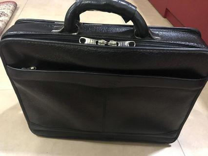 🚚 Mont blanc brief case